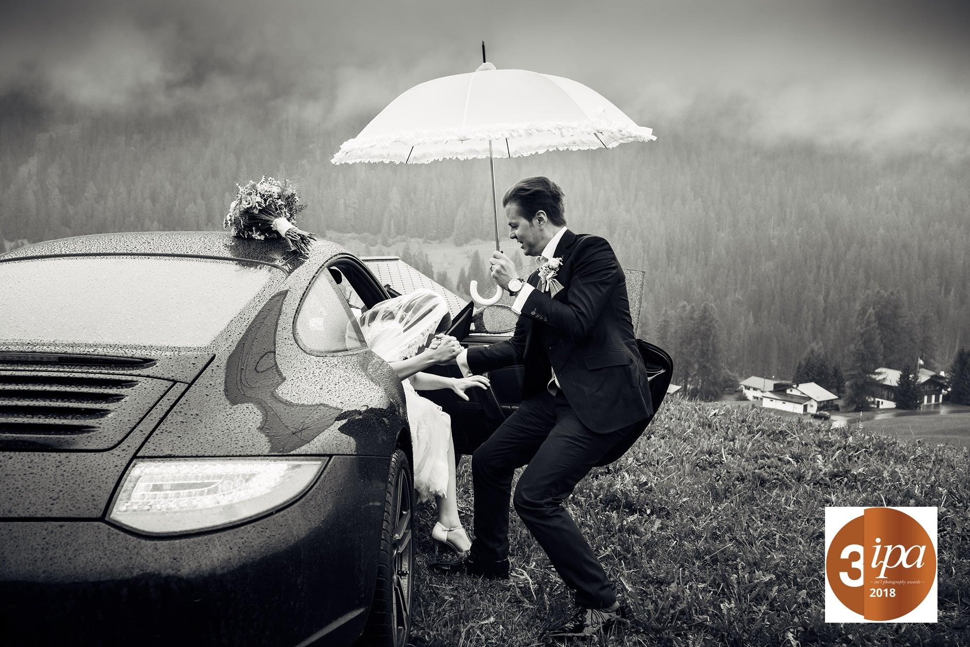 Aussteigen Auto Hochzeitspaar