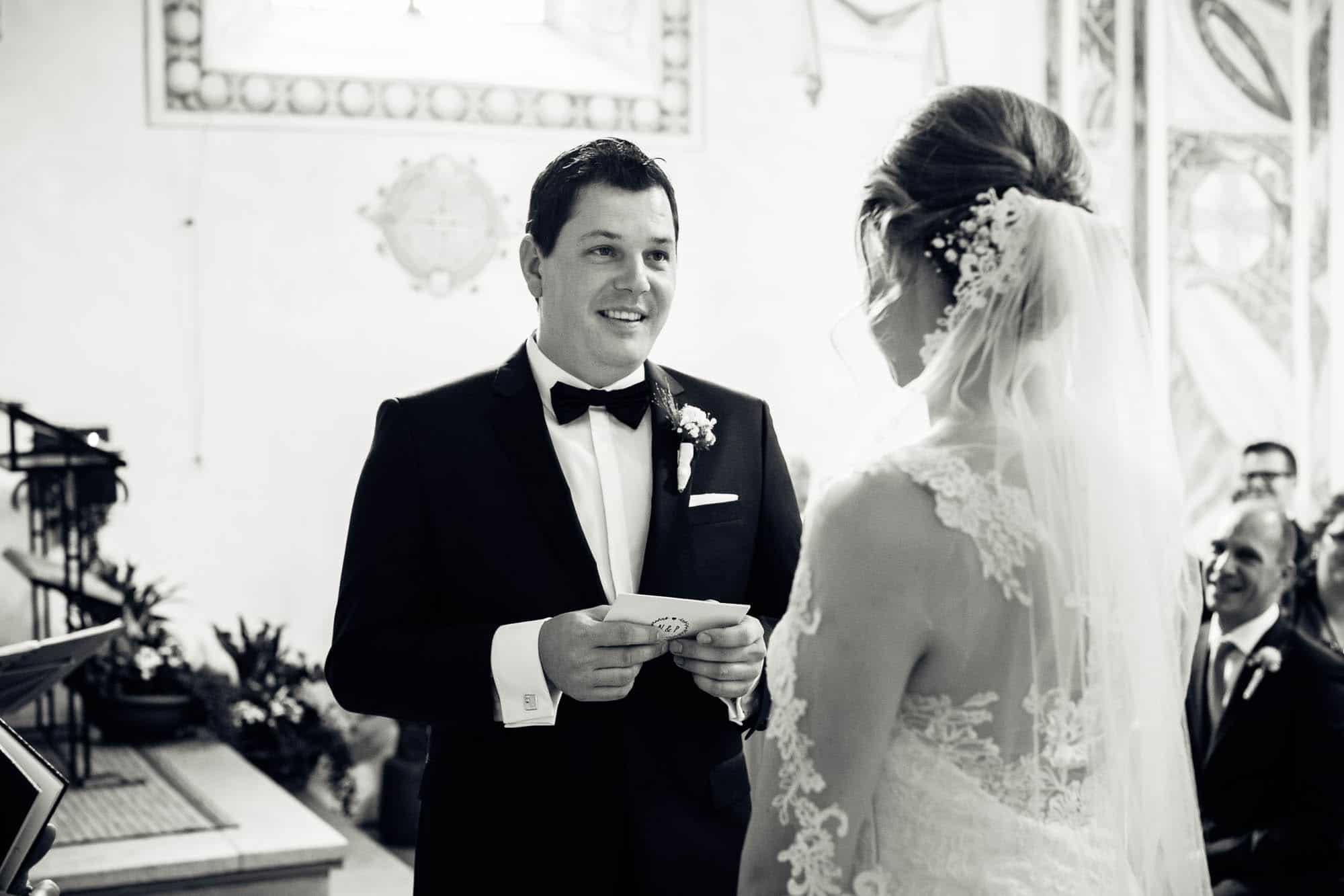 Bräutigam spricht persönliches Eheversprechen