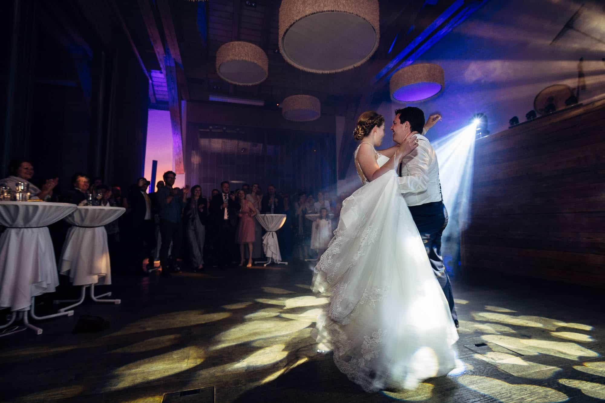 Erster Tanz vom Brautpaar im Talvo Saal