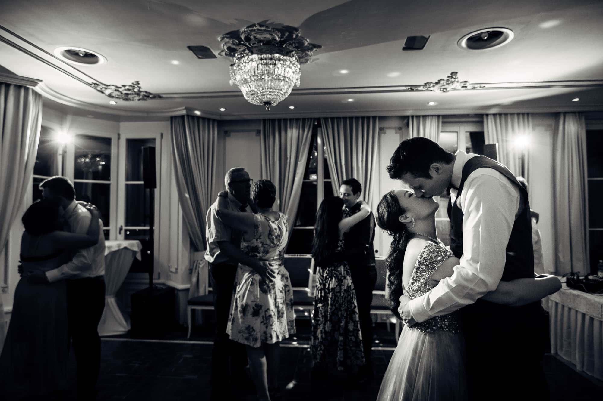 Kuss beim Brauttanz