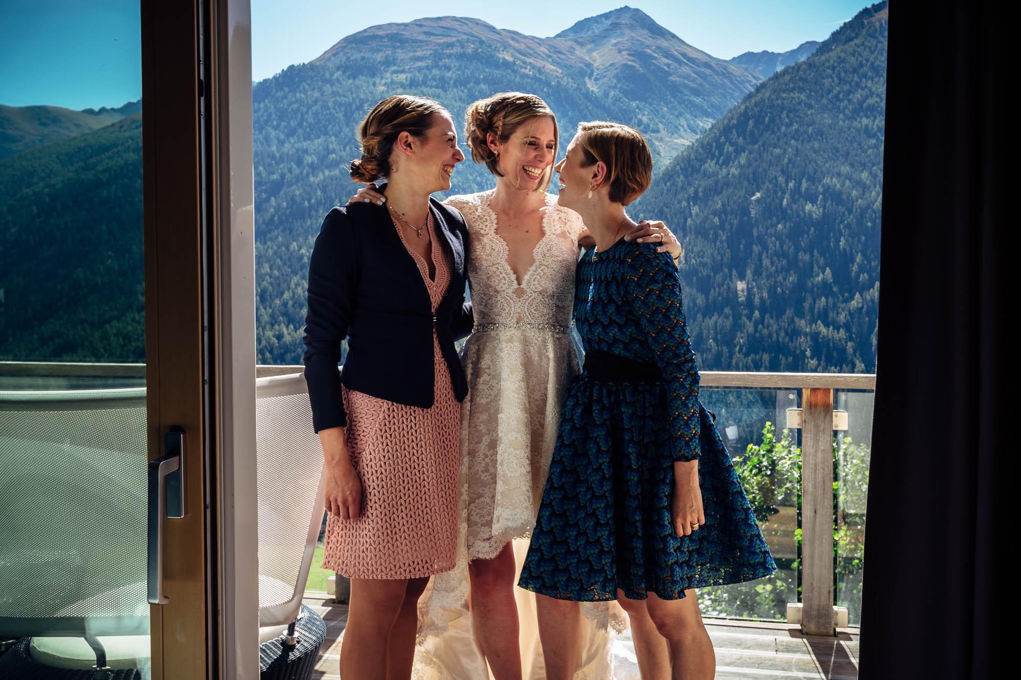 Braut mit Schwestern