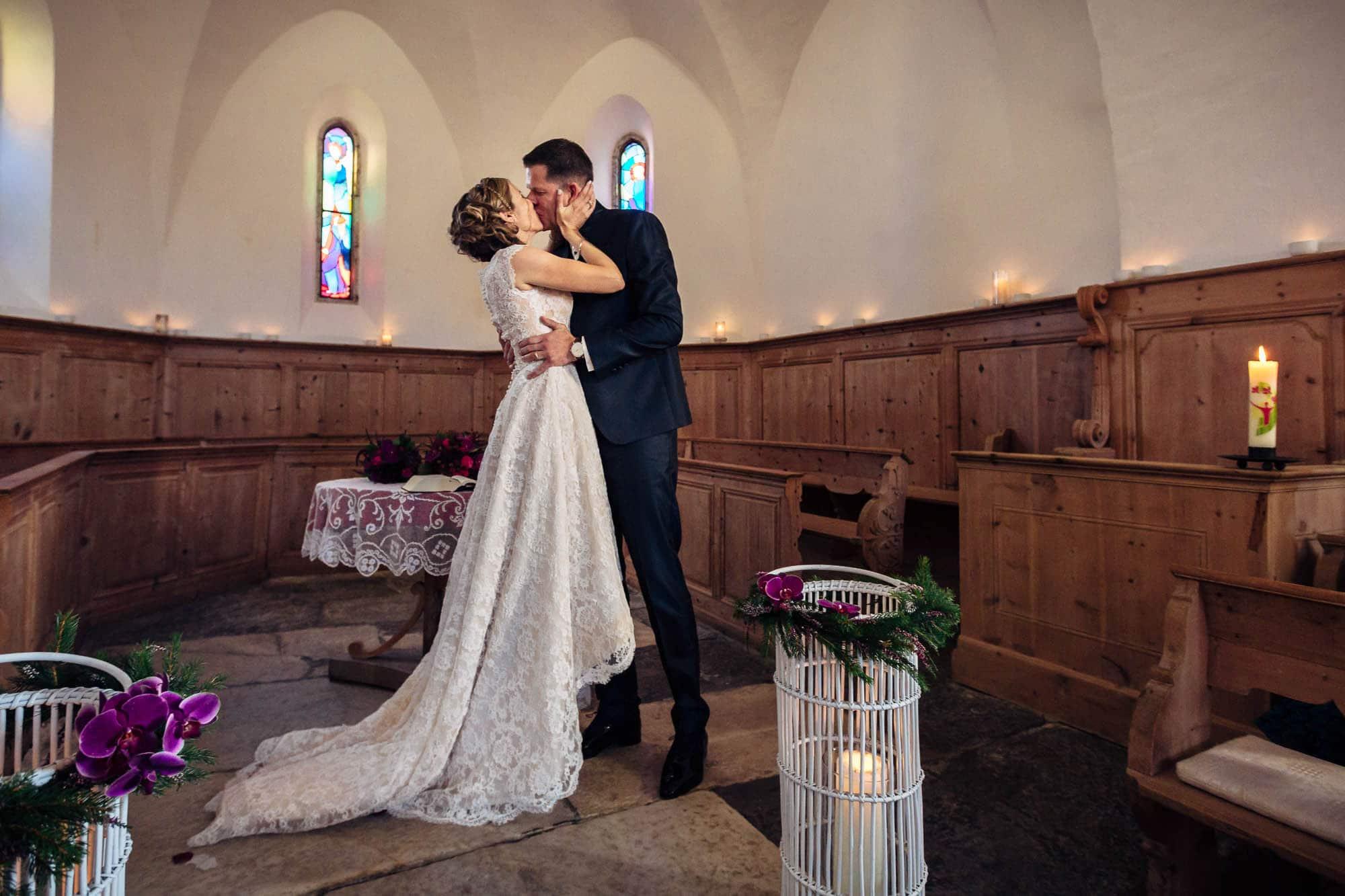 Kuss des Brautpaares nach dem Ja-Wort