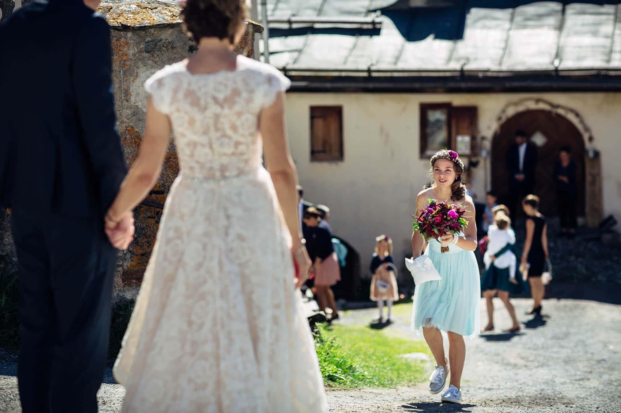 Der Braut wird der Brautstrass gebracht