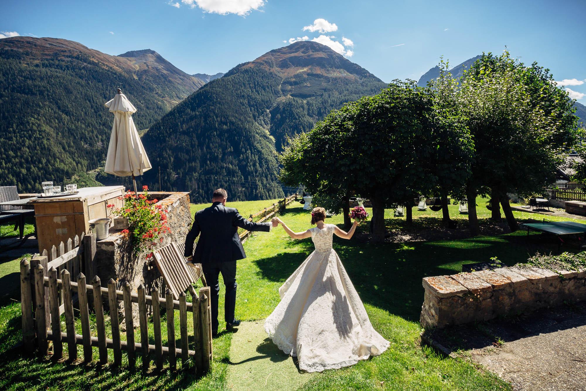 Brautpaar beim Apéro Hotel Meisser
