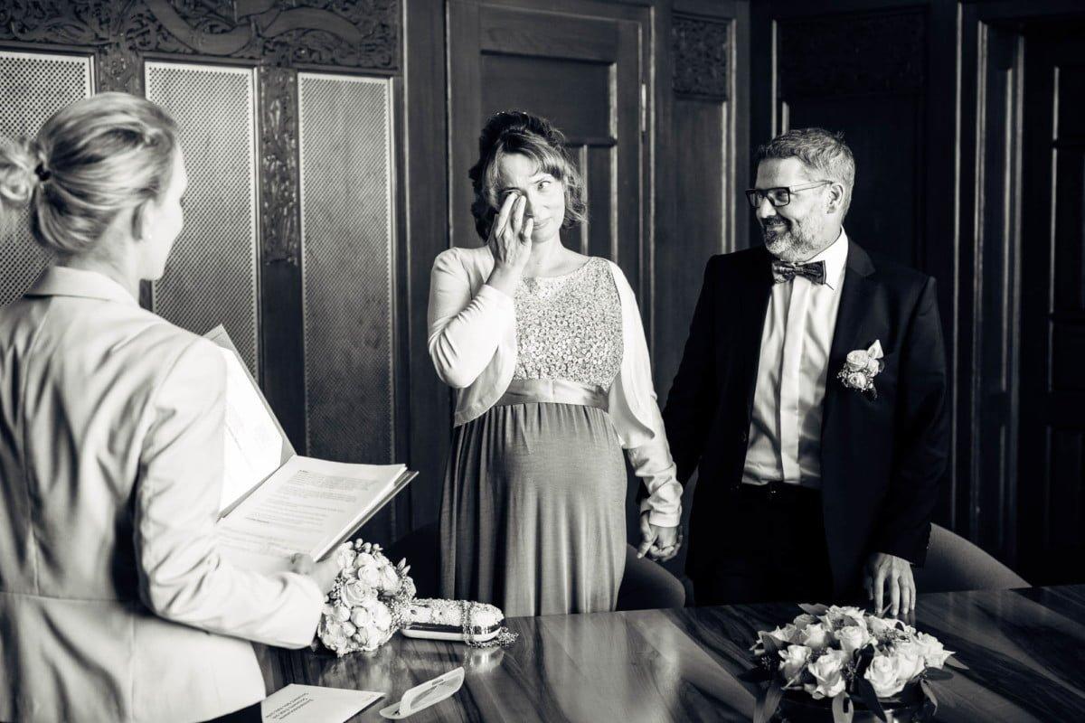 Freudetränen beim Eheversprechen