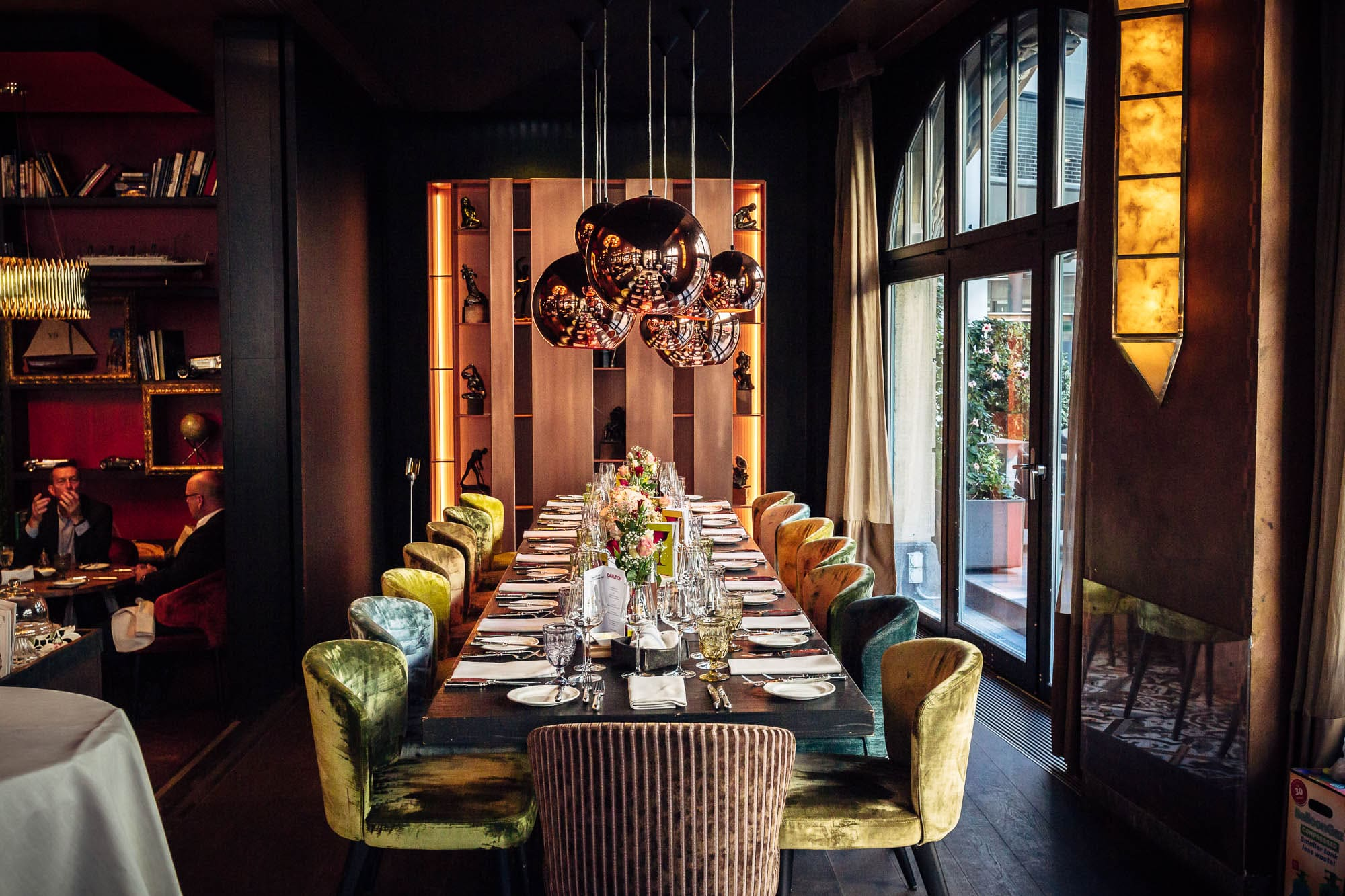 Dekorierte Tische für eine Hochzeit im Restaurant Carlton