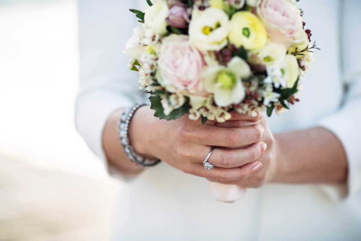 Brautstrauss und Blumenschmuck für Hochzeit in Zug