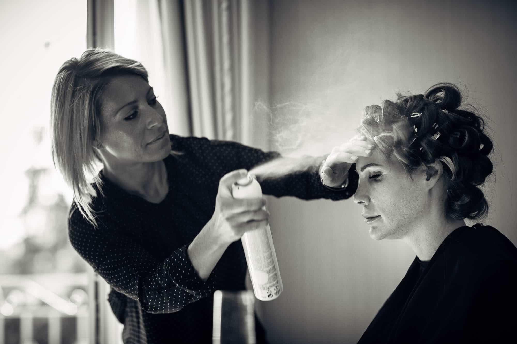 Wird wird mit Haarspray eingenebelt