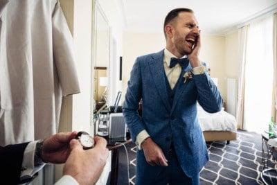 Dem Bräutigam wird eine sehr bekannte Uhr geliehen