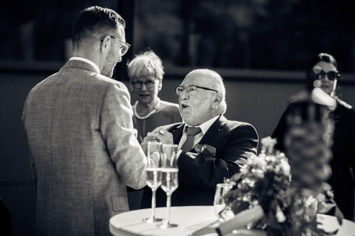 Gratulation bei Hochzeit