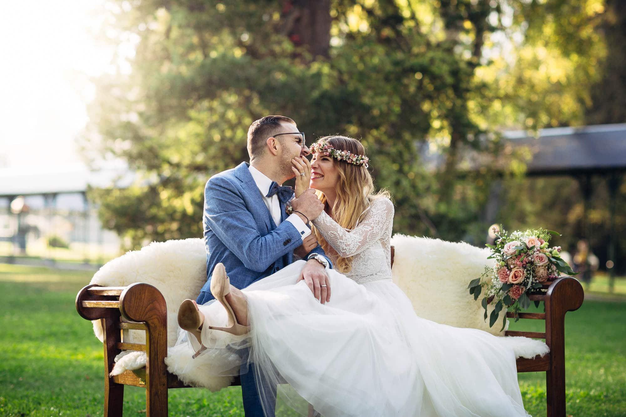 Brautpaar hat Spass beim Paar-Shooting