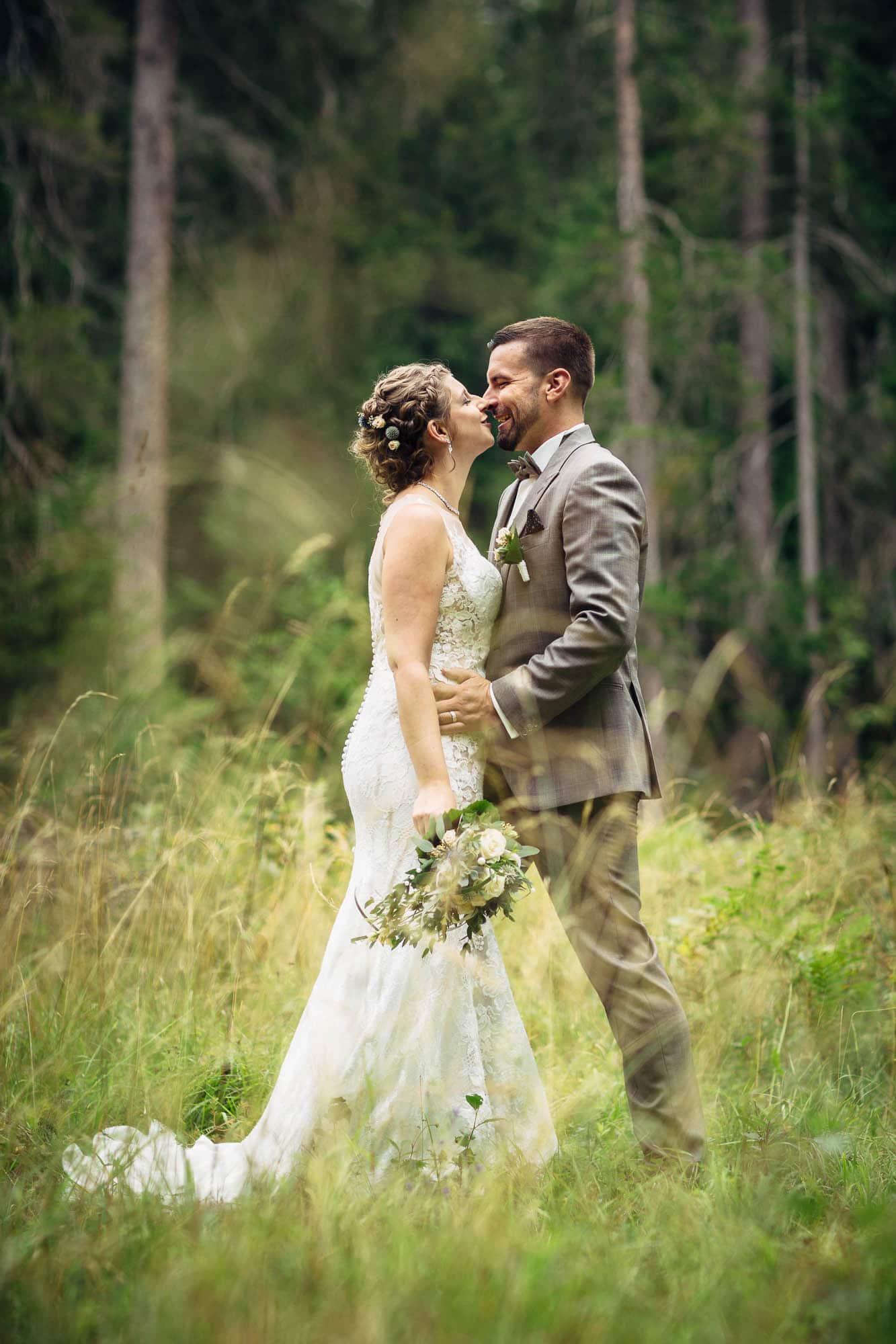 Brautpaarfotos im Wald Laax