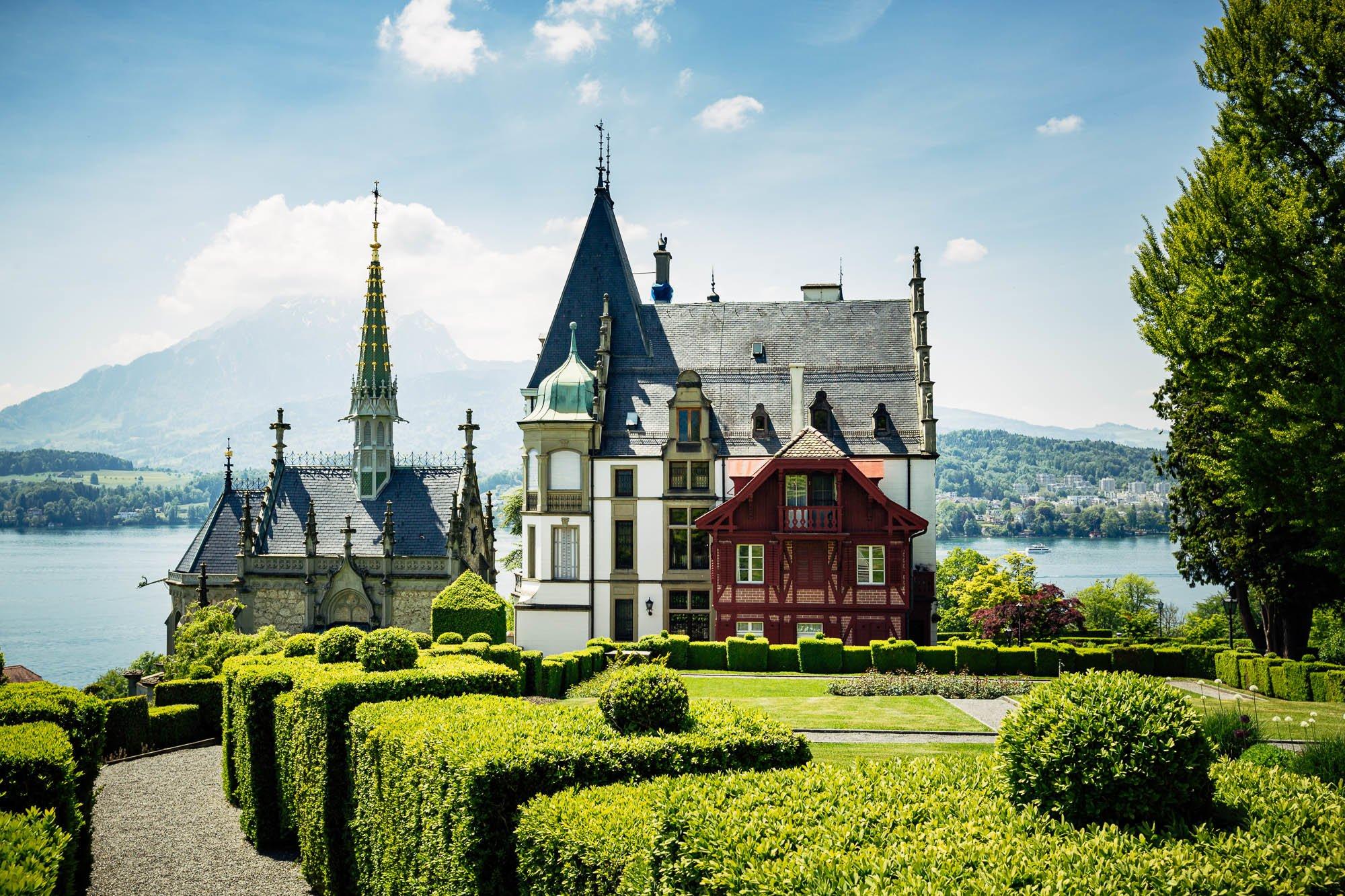 Das Schloss Meggenhorn mit Seesicht und Blick auf Pilatus
