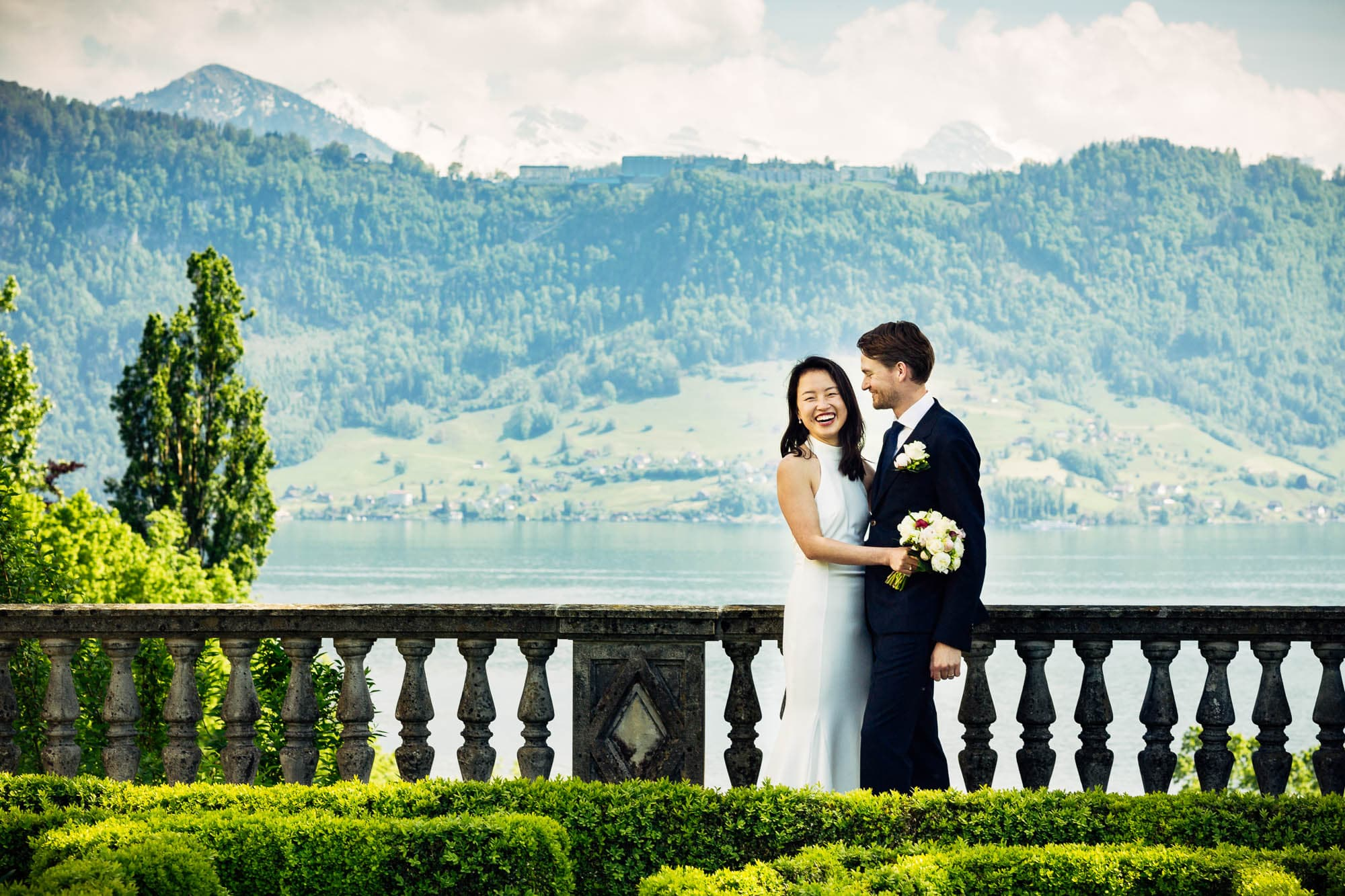 Brautpaar mit Aussicht auf Bürgenstock