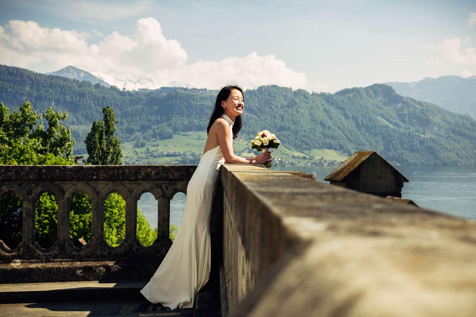 Braut mit Sicht auf See und Bürgenstock