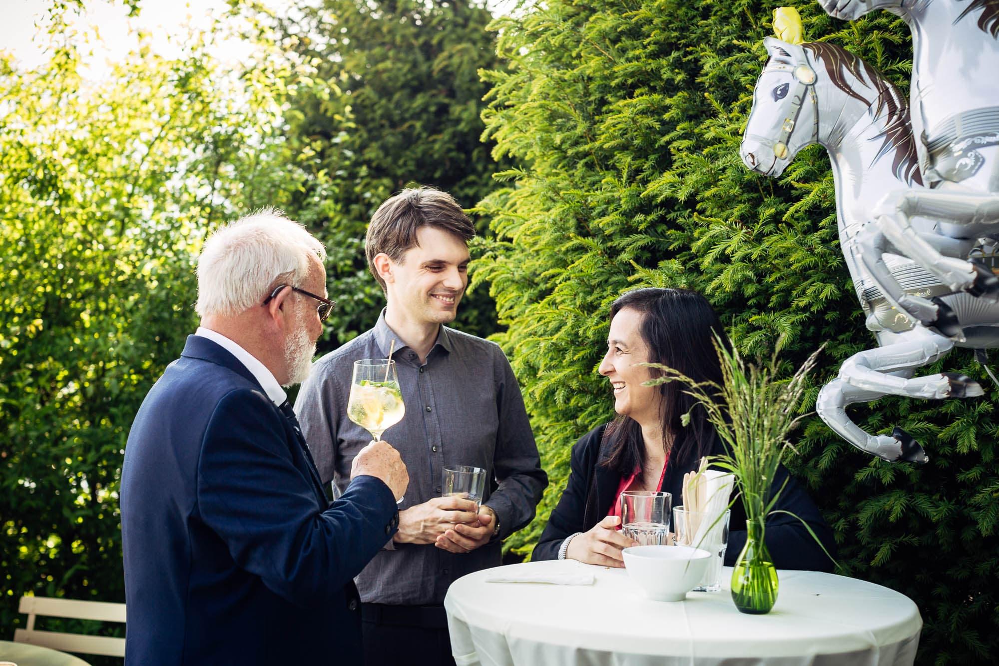 Gäste unter Einhornballon