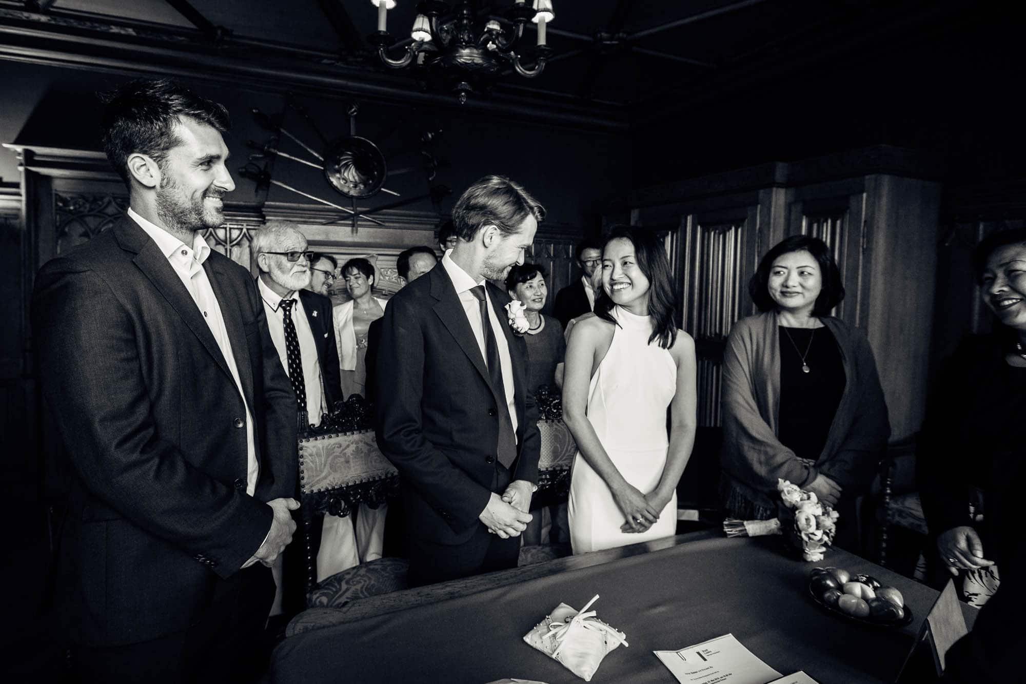 Brautpaar gibt sich Ja-Wort auf Schloss Meggenhorn