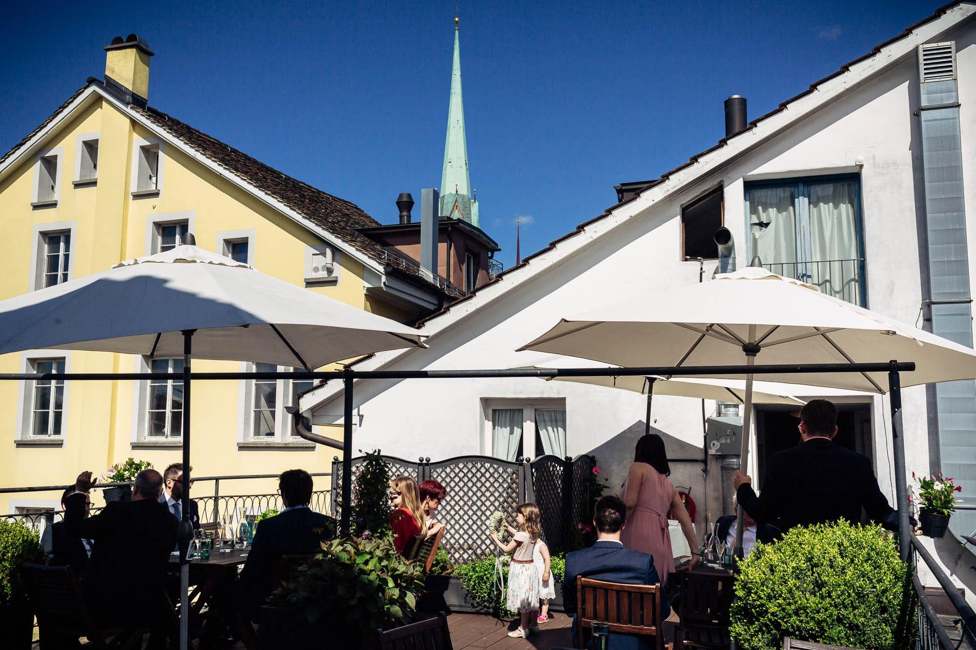 Hochzeitsapéro auf Dachterrasse der Weinschenke Zürich