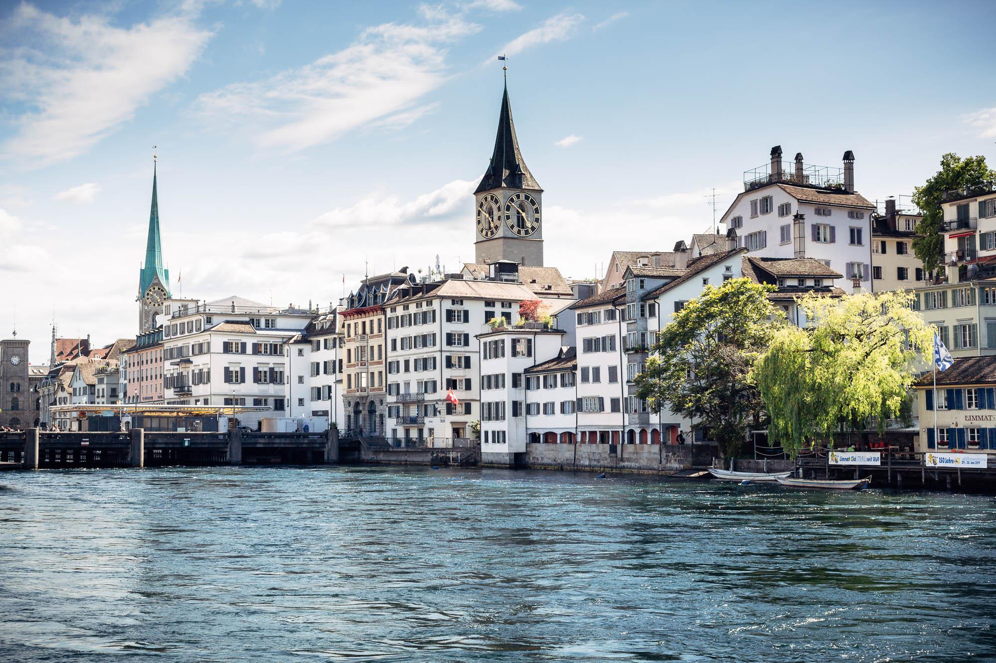Sicht auf Limmat und Altstadt in Zürich
