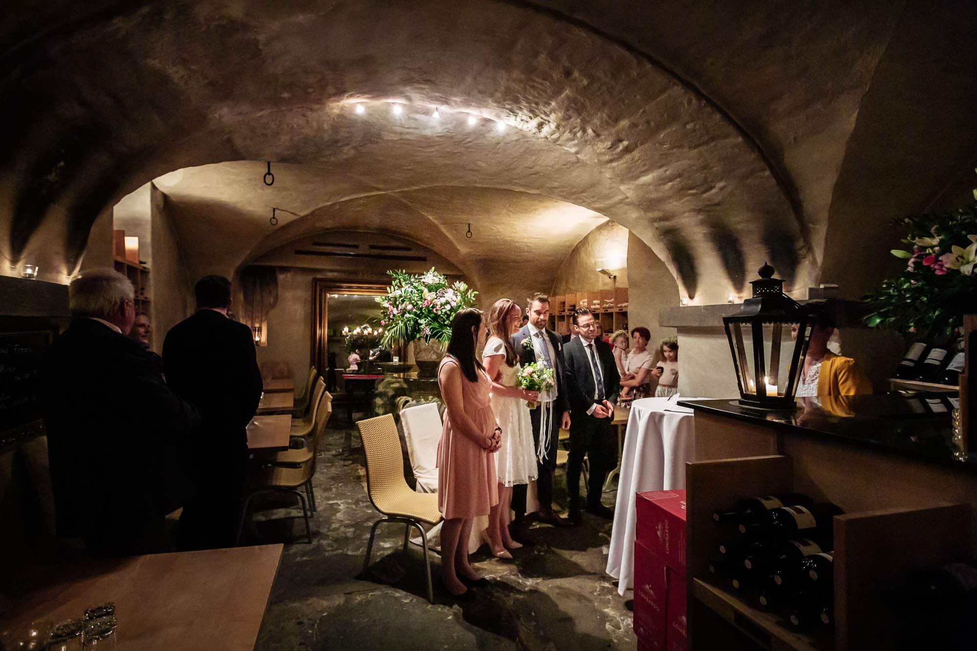 Hochzeitszeremonie in der Weinschenke Zürich. Hochzeitsfotograf Zürich
