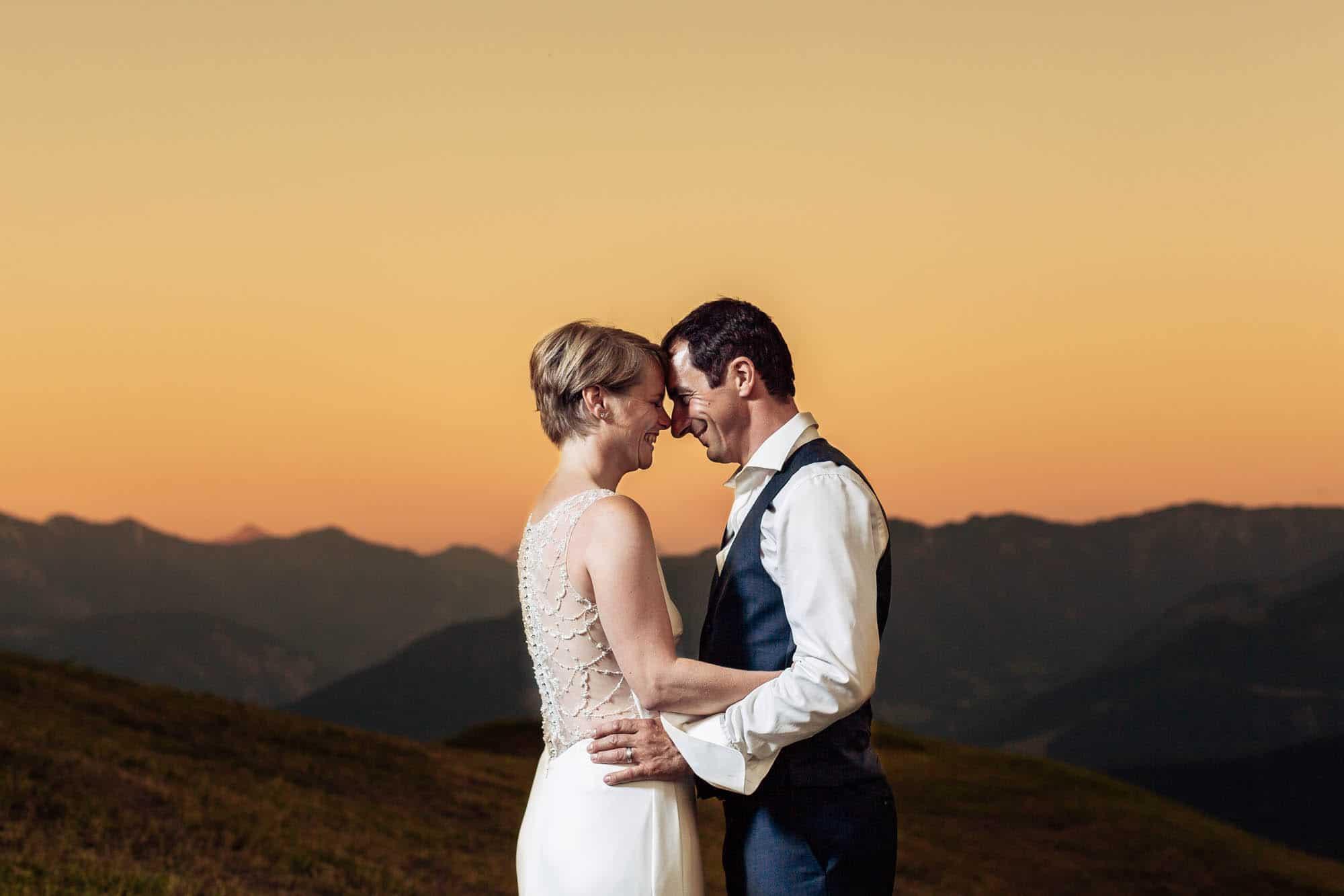 Hochzeitsfotos Flims Brautpaar romantisch bei Sonnenuntergang