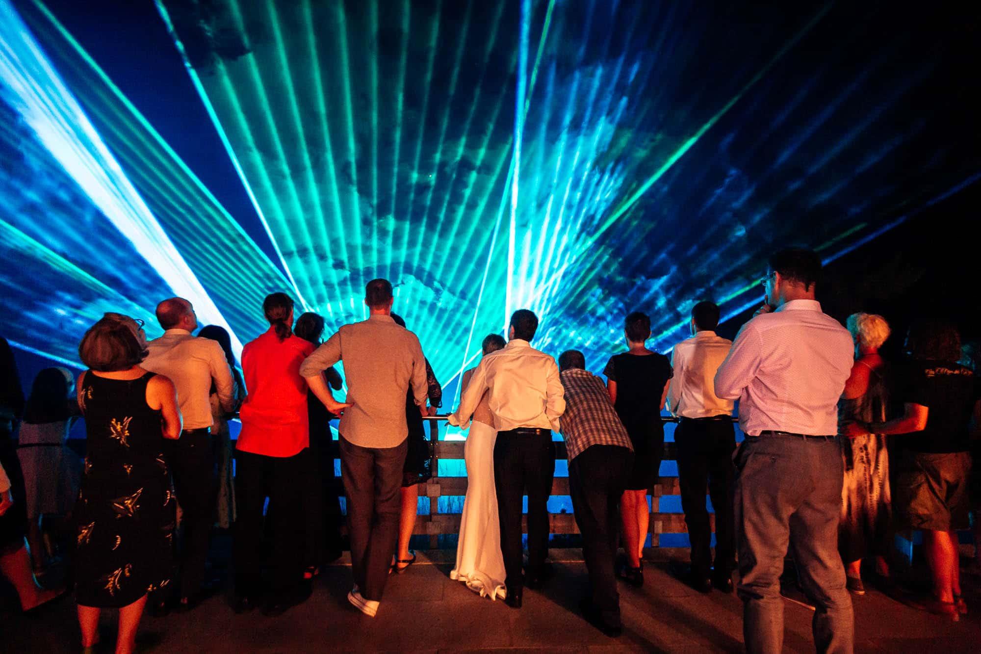 Lasershow anstatt Feuerwerk wegen Trockenheit