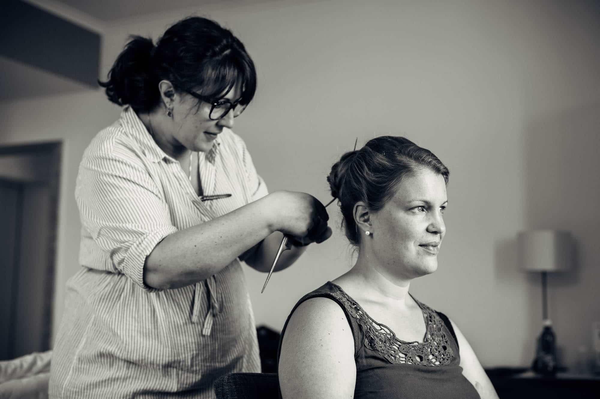 Braut wird frisiert im Vitznauerhof