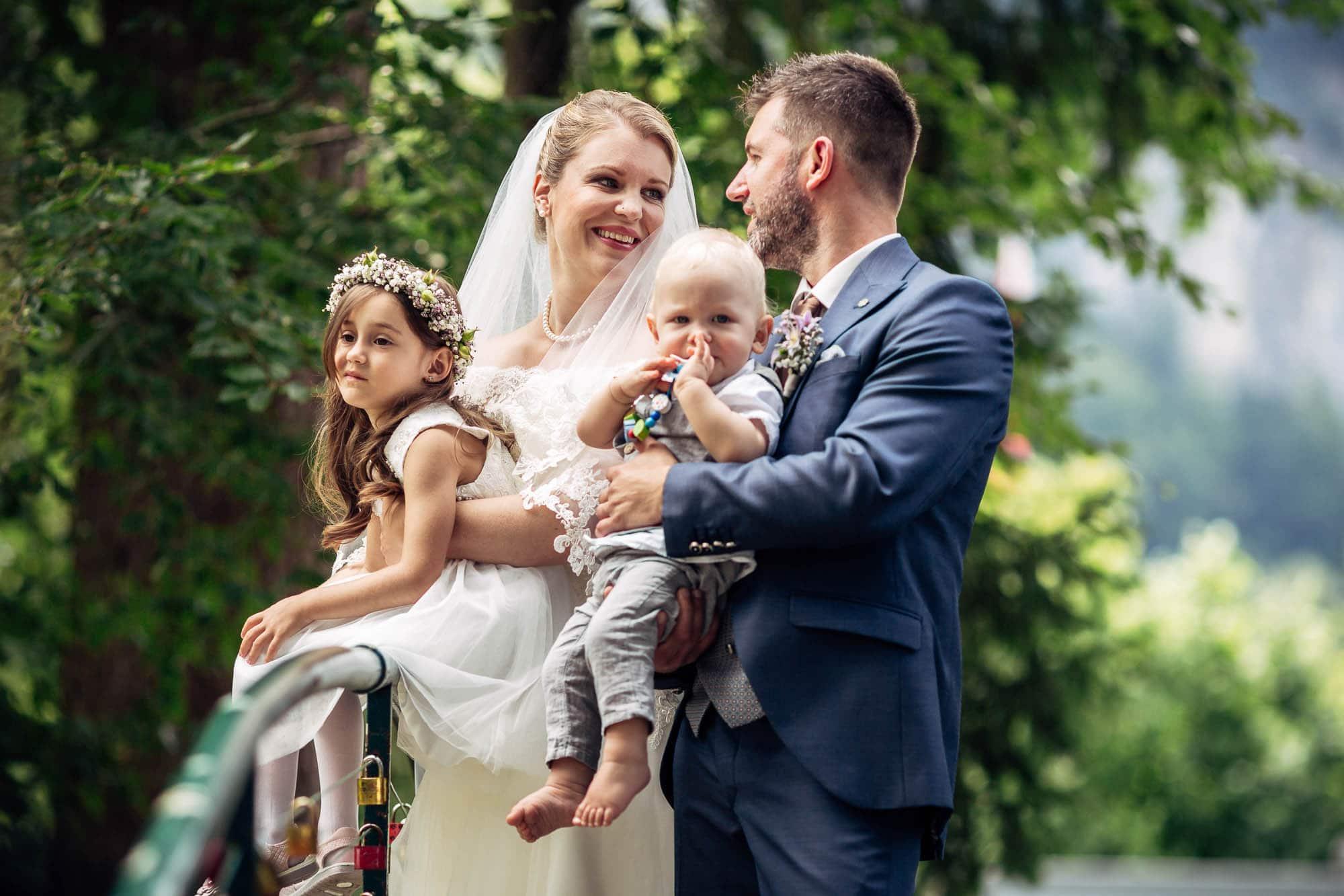 Brautpaar Hochzeitsfotograf Vitznau. Paar schaut sich an