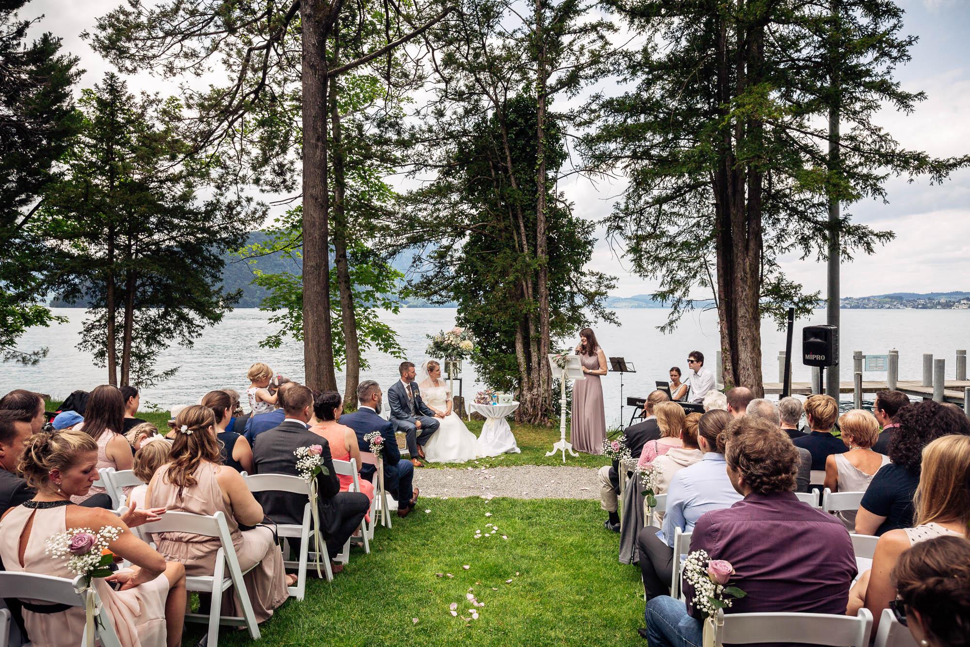 Hochzeitsbilder Vitznau. Outdoor Zeremonie