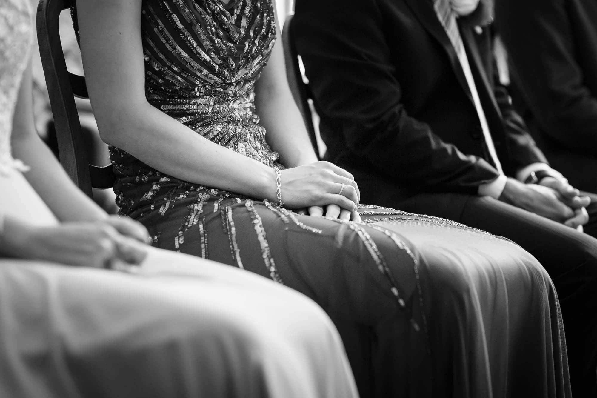 Hände Braut mit Verlobungsring