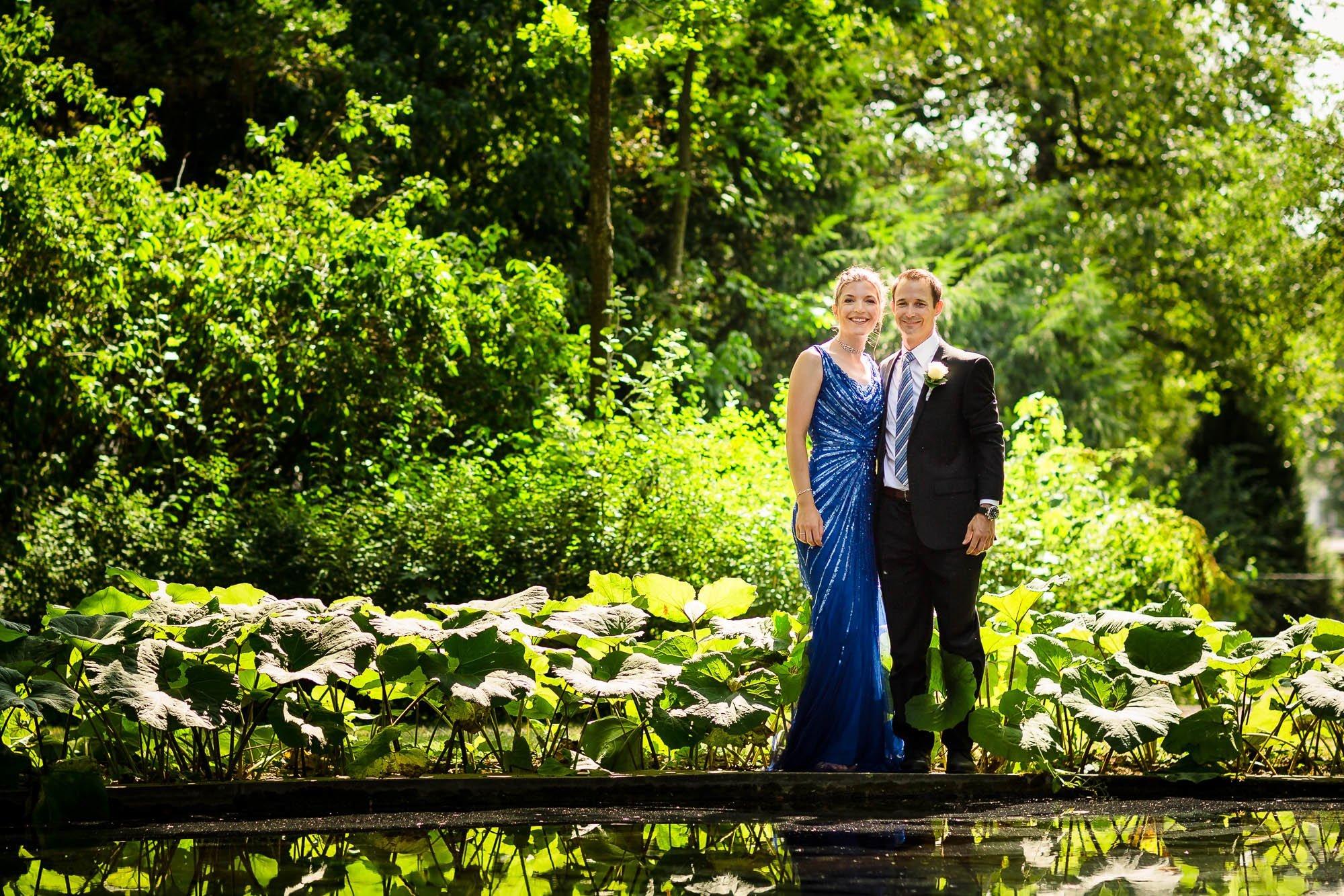 Brautpaar beim Teich Schloss Bümpliz