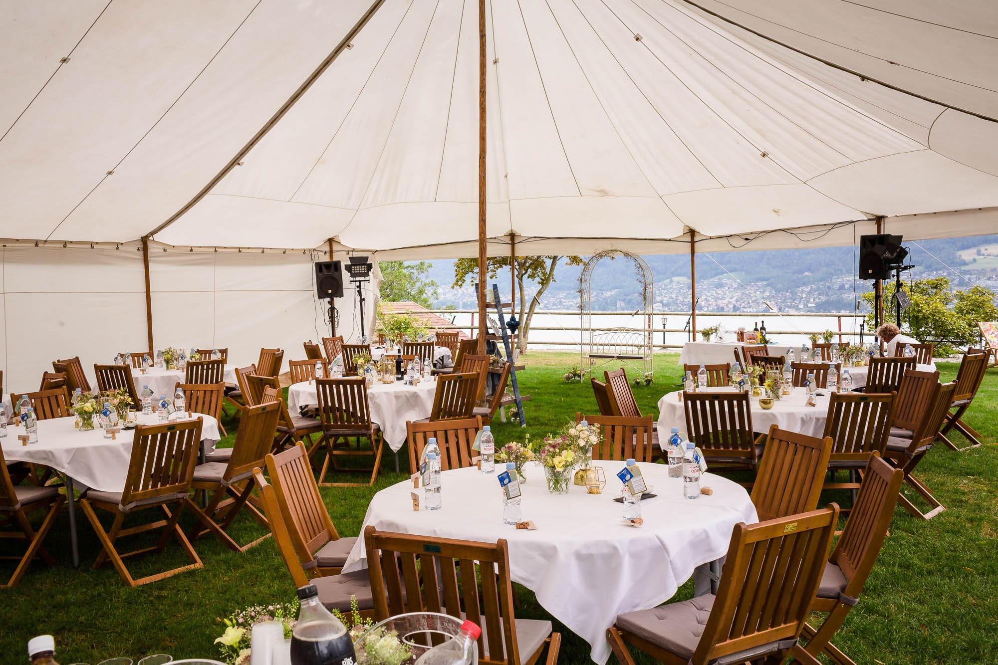 Hochzeitsfest in einem Zelt