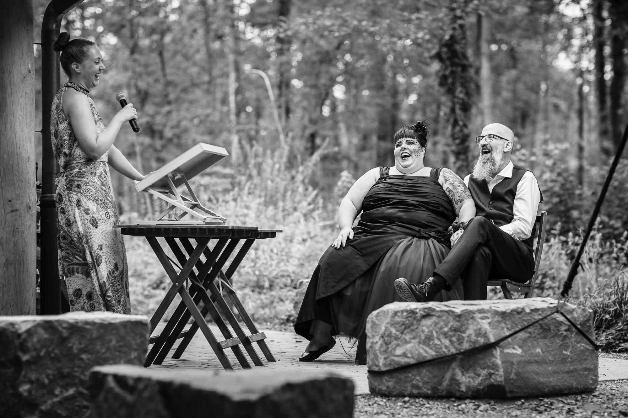 Hochzeitsbilder Rock Metal Brautpaar Hochzeit Wald alternativ