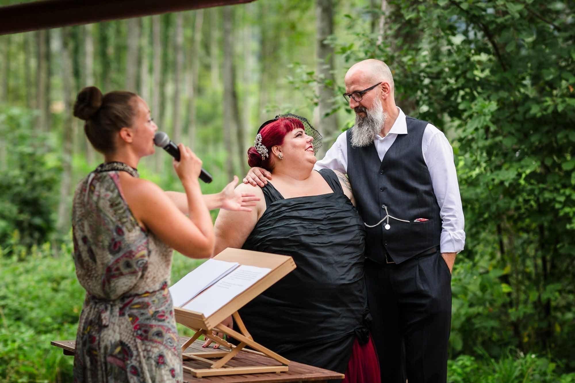 Bilder Hochzeit Brautpaar gibt sich Eheversprechen