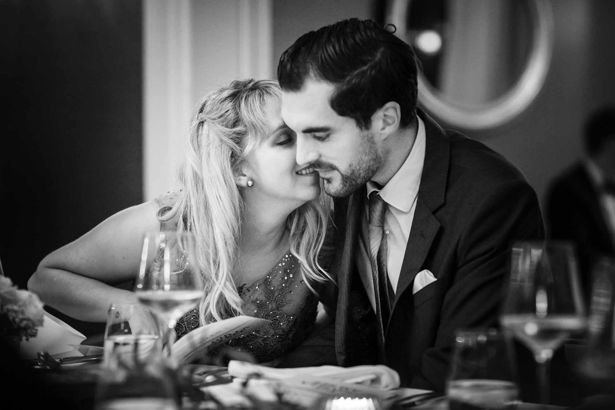 Hochzeitsgäste Kuscheln