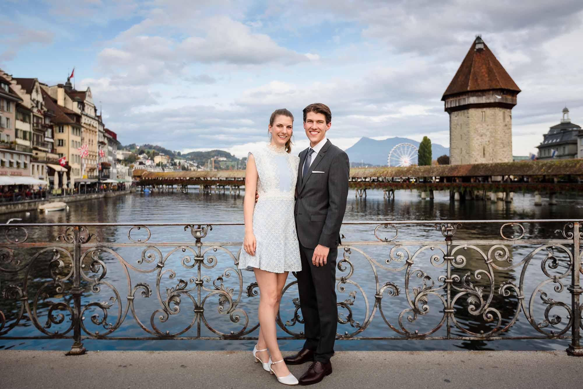Brautpaar mit Kappeler-Brücke im Hintergrund