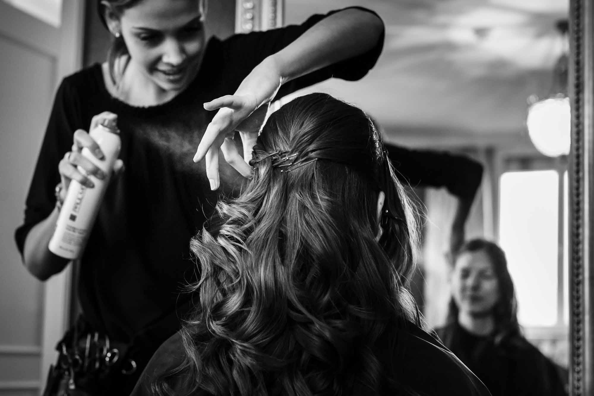 Haarspray an Frisur