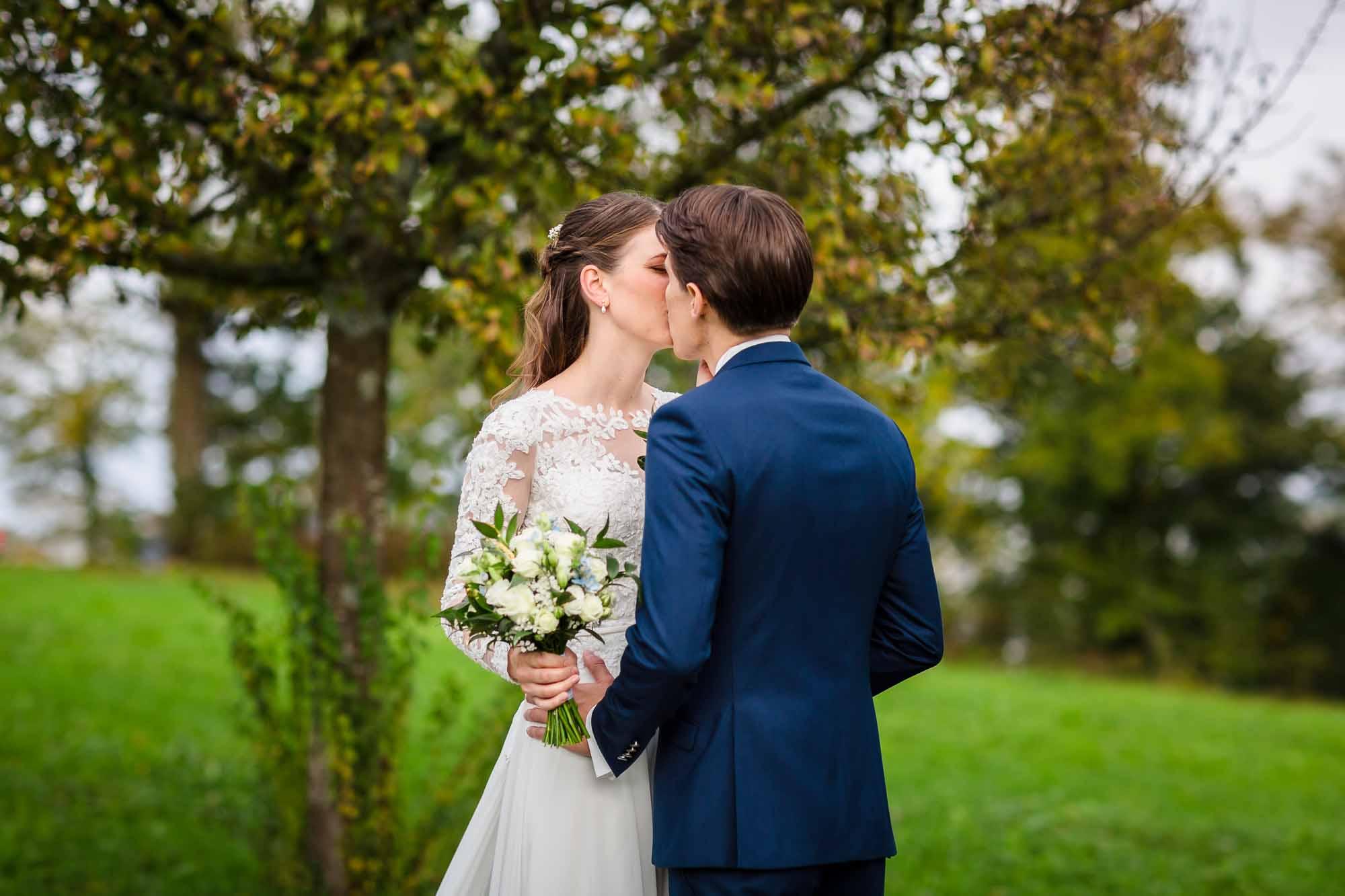 Kuss nach dem ersten Sehen