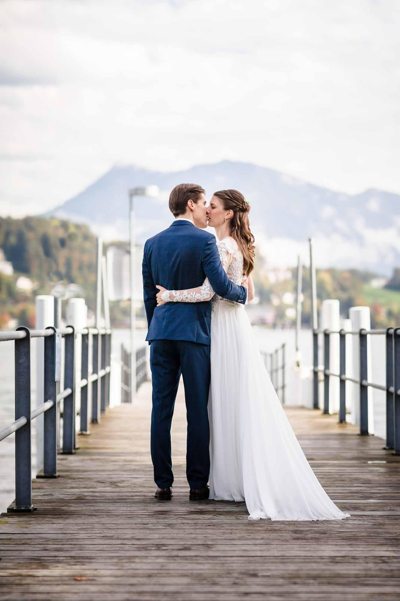 Hochzeitsbilder Luzern auf Schiffsteg