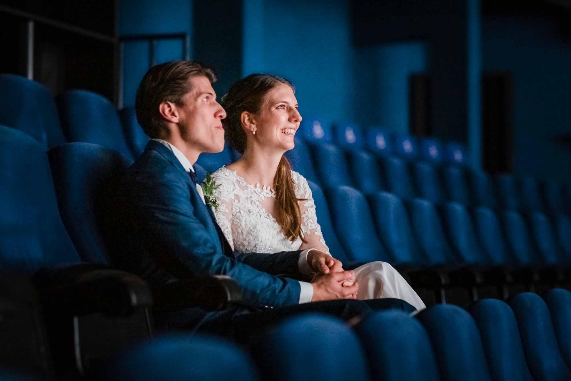 Brautpaar geniesst privaten Film im IMAX Luuern