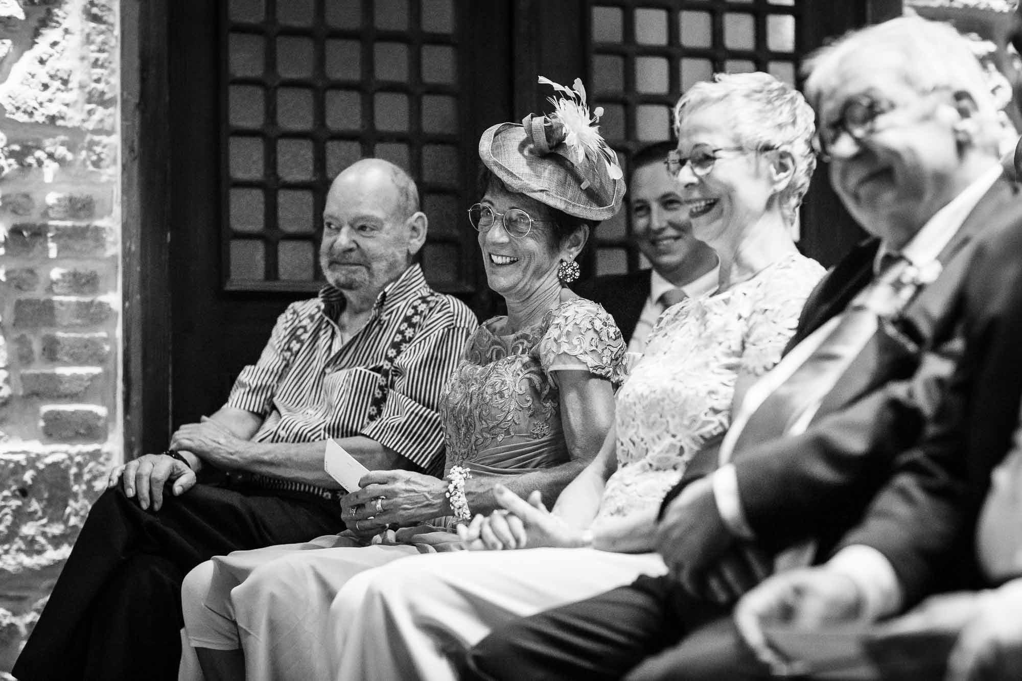 Gäste an Hochzeit