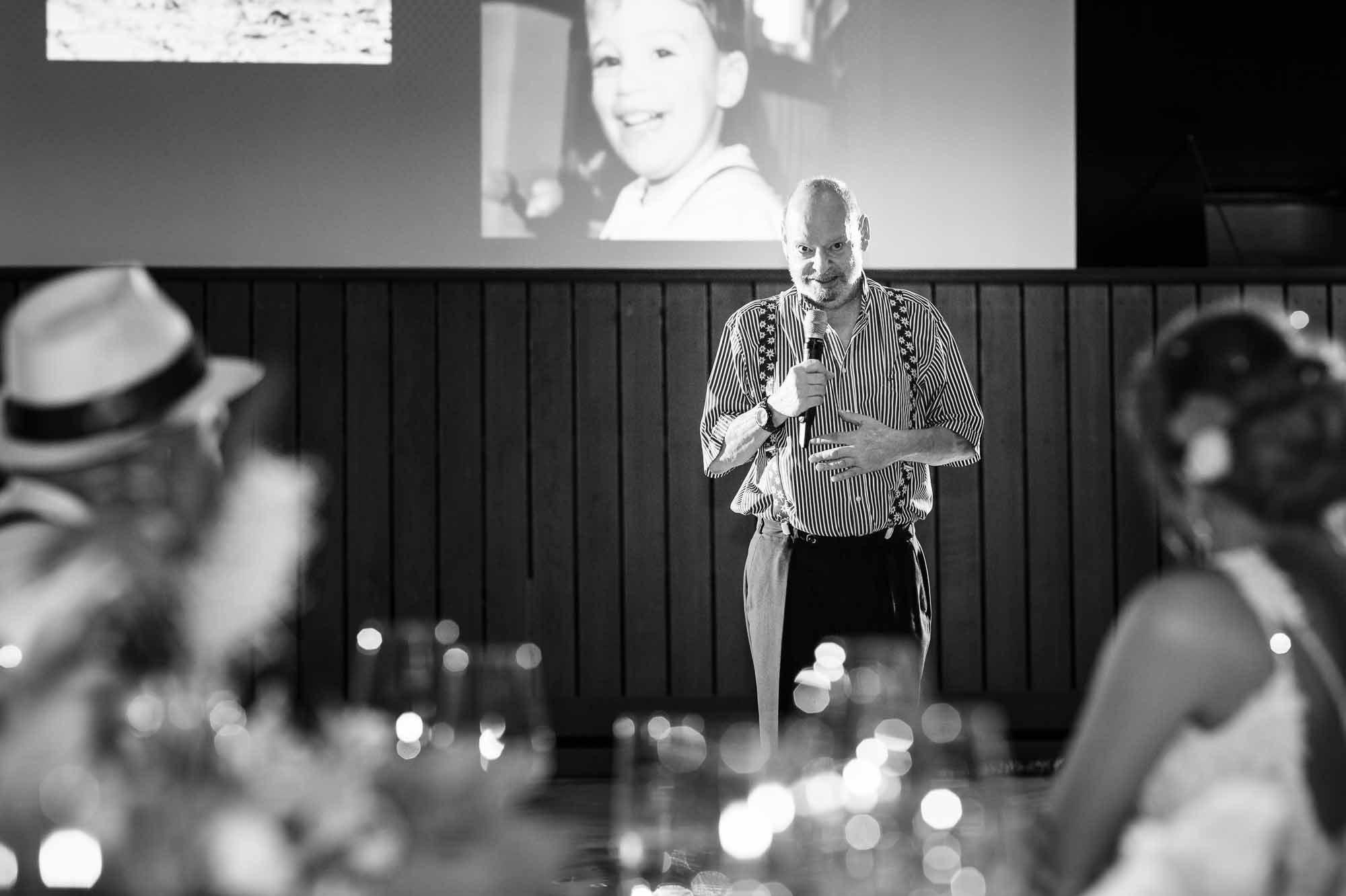 Gast hält Rede