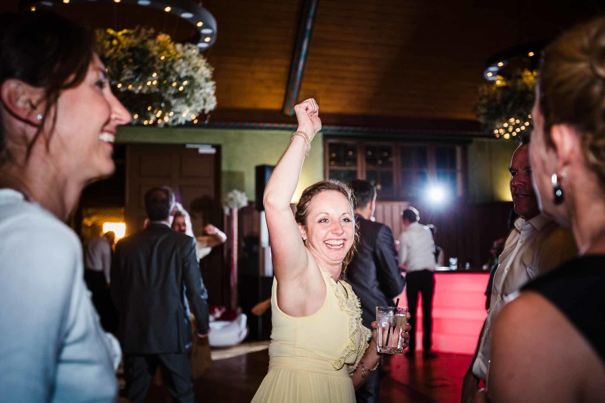 Gäste Tanzen an Hochzeit