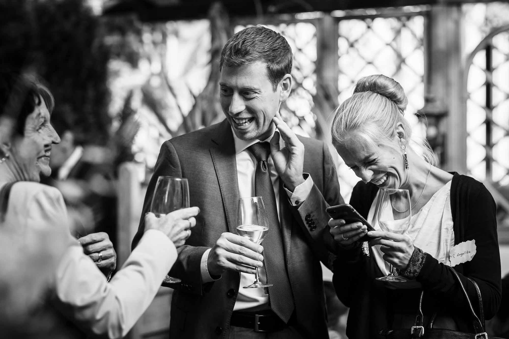 Apéro Hochzeit Langnau Gäste lachen