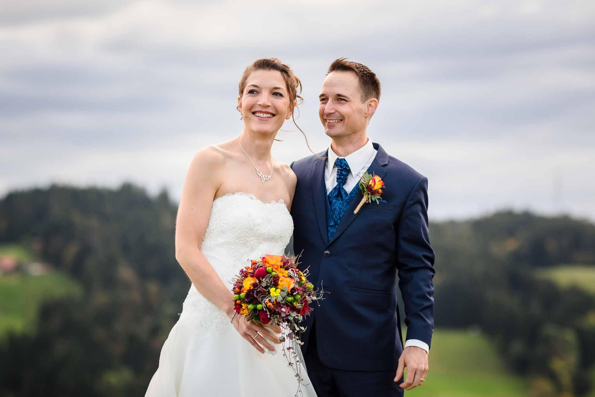 Hochzeitsfotos Emmental Brautpaar mit Aussicht