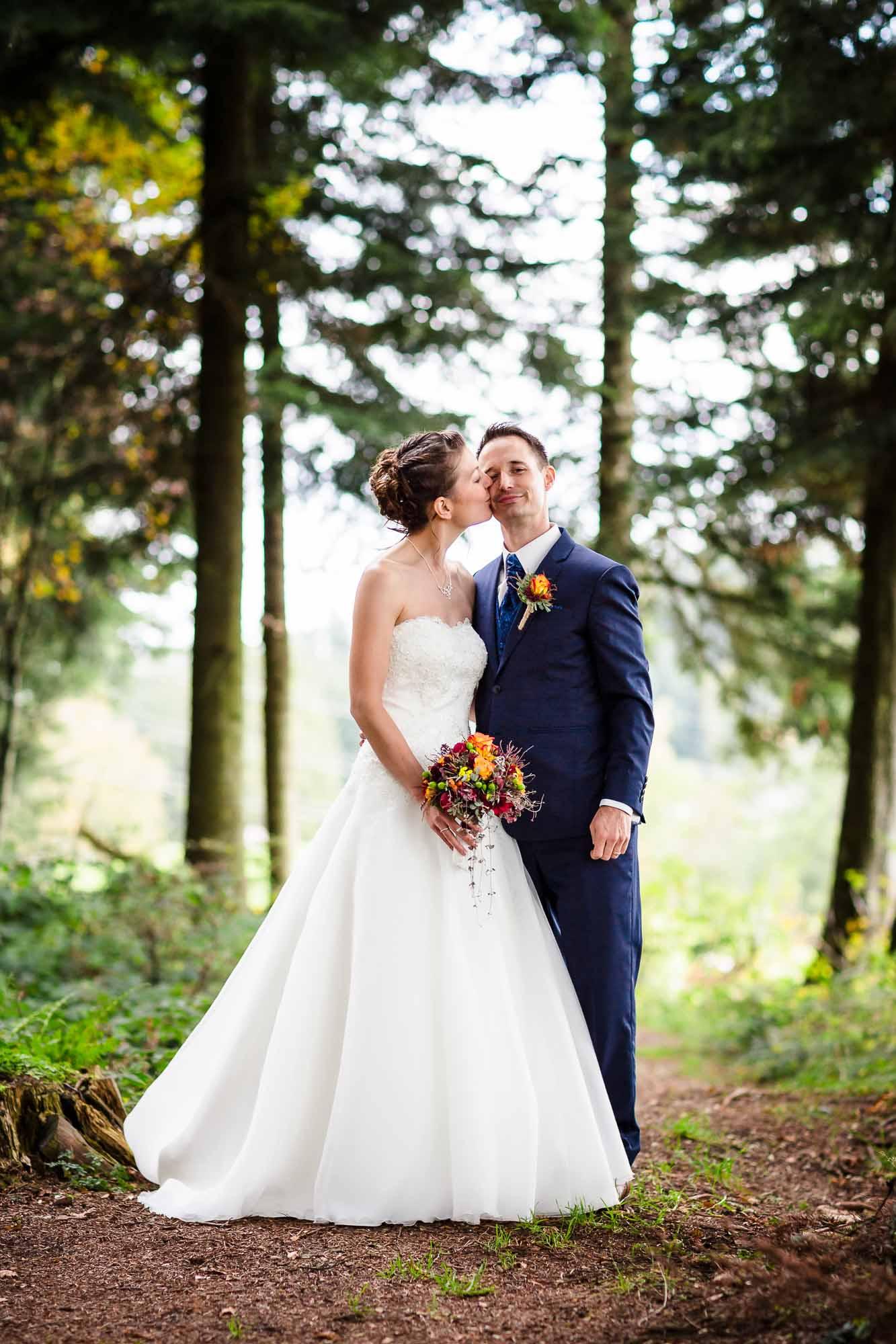 Brautpaarfoto im Wald Moosegg Hochzeitsfotos Emmental