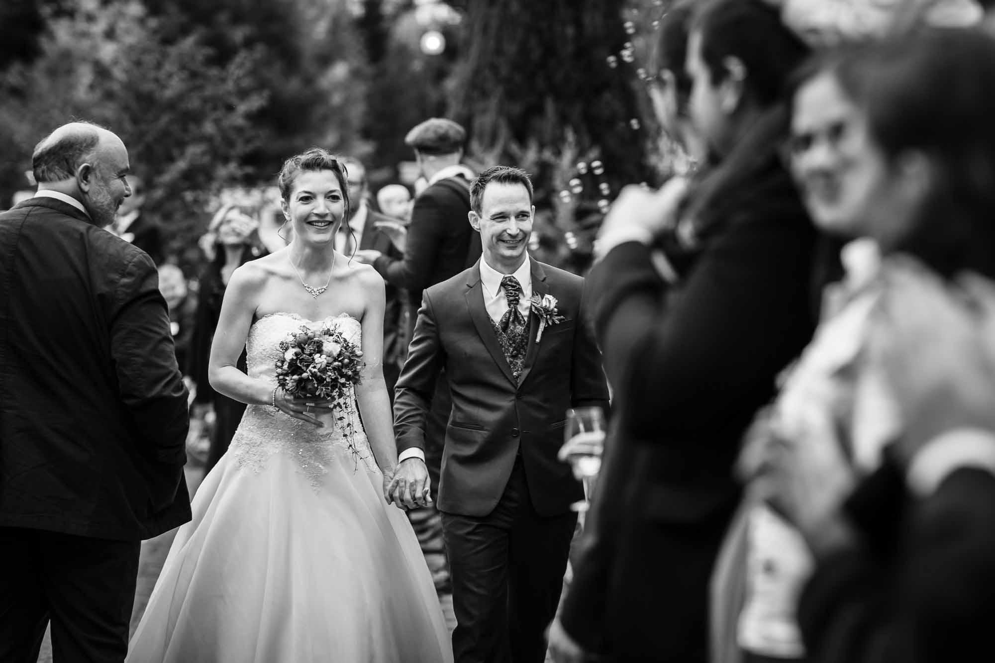 Hochzeitsfotos Emmental Brautpaar kommt an Hotel Moosegg